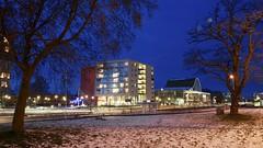 Winteravond Holdert (Harm Weitering) Tags: bomen theater sneeuw avond centrum architectuur emmen verlichting blauweuur hondsrugweg heldert