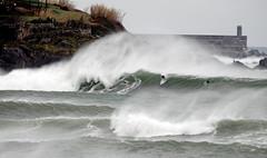 JINETES EN LA TEMPESTAD / 6058SUW (Rafael Gonzlez de Riancho (Lunada) / Rafa Rianch) Tags: sea sports mar surf waves surfing olas deportes mundaka tubos ocamo