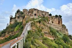 DSC_0870 Civita di Bagnoregio (VT) (Giovanni Pilone) Tags: panorama roccia viterbo architettura paesaggio collina rovine rupe cresta civitadibagnoregio allaperto