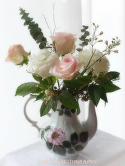 graceful (Fay2603) Tags: flowers wedding roses white green nature blossoms decoration rosa romantic bouquet rosée ranuncula