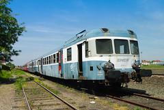 Srie d'autorails rforms stationnant  Nevers.05/2004 (videostrains) Tags: train bleu bourgogne auvergne sncf dauvergne ter ead autorail x2800 x2900 x2901