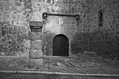 Orgaz, detalle del castillo (fcuencadiaz) Tags: leica toledo analogica castillos byw orgaz rolleiretro80