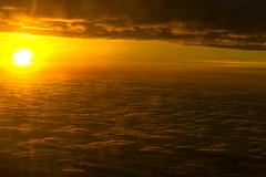 DSC05016 2048 (Dirk Buse) Tags: orange zeiss airplane sonnenuntergang view emotion sony natur wolken fe dsseldorf flugzeug sonne farbe stimmung ausblick flug dus skycloud ilce 2470 landeanflug ilce7 fe24704