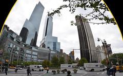 Nous voil arrivs  Columbus Circle. C'est l'un des principaux lieux d'attraction de New York. Il se situe  l'angle sud-ouest de Central Park. La place a t baptise en l'honneur de Christophe Colomb. Une statue de l'explorateur en domine le centre. (Barbara DALMAZZO-TEMPEL) Tags: nyc manhattan columbuscircle centralparksud