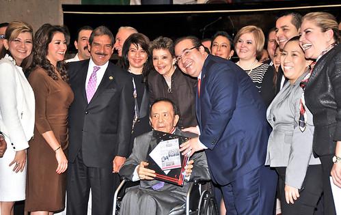 El gobernador Javier Duarte de Ochoa entregó Medalla Adolfo Ruiz Cortines al periodista Froylán Flores Cancela.