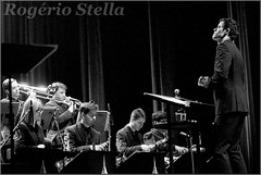 New York Youth Symphony Jazz Band & Matt Holman (Rogerio Stella) Tags: show new york stella bw music white black branco youth portraits matt banda photography photo concert nikon photographer tour song retrato live stage gig performance band jazz pb preto rogerio portraiture idol instrument fotografia documentation venue instruments msica ensemble symphony palco holman fotojornalismo dolo 2016 apresentao documentao documentarist 17member nyys brasswindandpercussion