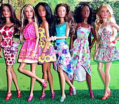 Girls of Spring (Dia 777) Tags: chile spain dolls sister barbie skipper dotw dollsoftheworld teenskipper dia777 fashionpartynikki 2016birthdaywishes pajamatoteaaskipper universityofalabamacheerleader