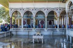 Patio del palacio de Topkapi. (.MiguelPU) Tags: water azul turkey agua nikon palace topkapi istambul turquia reflejos palacio estambul reflexes d5200