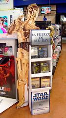 Venta de Blu-Rays de Star Wars (laap mx) Tags: panorama mexico starwars store publicidad advertisement tienda panoramica bd c3po 916 bluray naucalpan 2011 estadodemexico microsoftice