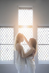 (takeitysie) Tags: light portrait sun sunlight white leuven hair hands nikon hand belgium duo belgi caro som wong portret wit hanne handen ting dubbel haar d610 vanmol duoshoot severens tysje takeitysie tysjeseverens nikond610 somtingwong carovanmol hannedom