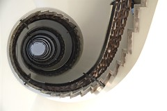 circular thinking (UnprobableView) Tags: madrid staircase escada escaleras unprobableview manuelmiragodinho