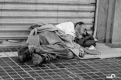 Sin Titulo (Isaias Fotografía - Junior Works) Tags: chile street santiago blancoynegro puente persona calle retrato urbana alto documental vagabundo puentealto