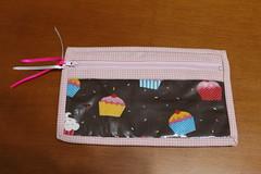 Necessaire com plstico (ceciliamezzomo) Tags: pink bag cupcakes handmade rosa plastic cupcake zipper plastico patchwork ziper bolsinha necessaire
