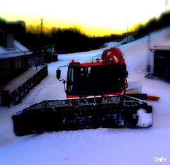 Dawn. (Papa Razzi1) Tags: winter snow sunshine dawn january 2016 pistenbully 6453 21365