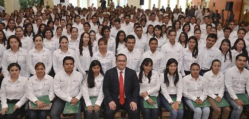 El gobernador Javier Duarte de Ochoa tomó protesta a los Maestros de Nuevo Ingreso al Servicio de la Educación Básica de Veracruz.