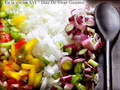 En la cocina XIV - Diaz De Vivar Gustavo (Diaz De Vivar Gustavo) Tags: en verde de la rojo cocina amarillo gustavo cena almuerzo xiv diaz cocinar cebolla cuchara ajie morron mesada vivar verdeo releno