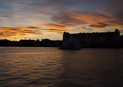 """Silouettes in sunset (Vidar """"the Viking"""" Ringstad, Norway) Tags: city longexposure autumn sunset sky sun cold reflection water oslo norway clouds buildings dark evening norge colours nightshot harbour norwegen canoneos5dmkiii"""
