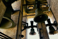 Bells (Don Csar) Tags: espaa church yellow bells sevilla spain europa europe cathedral minaret catedral iglesia seville andalucia belltower amarillo moorish campanario campanas lagiralda minarete