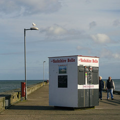 Bridlington (Allan Rostron) Tags: england gulls northyorkshire bridlington kiosks outofseason