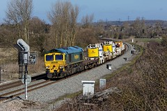 Bank Holiday Infrastructure (D1059) Tags: crane shed infrastructure freightliner 66552 kirow didcotnorthjunction maltbyraider 6o26 1019hinkseyeastleigh