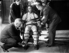 A man being strapped into the electric chair at Sing Sing prison, 1898 [955x737] #HistoryPorn #history #retro http://ift.tt/1UnQy6Z (Histolines) Tags: man history electric chair being retro prison sing timeline 1898 strapped vinatage a historyporn histolines 955x737 httpifttt1unqy6z