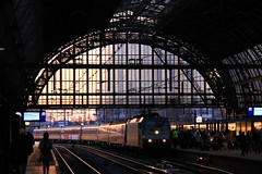 Amsterdam Centraal (Sirio Jackson) Tags: amsterdam train tren ic central coches coaches locomotora centraal ec traxx