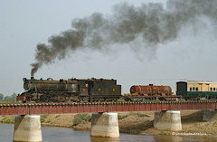 Real Steam in Pakistan in the 21st Century. YD 519 2-8-2 (Vulcan Foundry #4402 of 1929, crossing the Giahori Canal with train MG-6, the 15.00 departure from Mirpur Khas, with scheduled arrival at Khokhropar of 21.50. (wrecksandrelics) Tags: stuart steam kerr steamlocomotive mirpurkhas 282 vulcanfoundry metregauge ydclass steaminpakistan