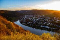Sunset over Rhine (S.T.A.R.S) Tags: berg abend licht sonnenuntergang sommer natur himmel wolken stadt fluss sonne rhein spiegelung wetter reben wein frhling umwelt strahlen trarbach traben landchsaft