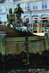 THE AMERICAN MERCHANT MARINERS' MEMORIAL. BATTERY PARK. NEW YORK CITY. (ALBERTO CERVANTES PHOTOGRAPHY) Tags: theamericanmerchantmarinersmemorial theamerican indoor outdoor blur retrato portrait memorial worldwarii battle photography photoborder luz light color colores colors brightcolors brillo bright streetphotography submarino submarine batterypark newyork manhattan usa soldado soldier nyc art arte water rio river fighter sculpture monument historia history remembranceday tribute memory