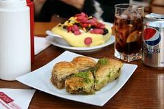 Ankara: Funda Pastanesi (Jorge Franganillo) Tags: turkey postre trkiye ankara turkishfood baklava turqua kumpir refresco ankaya pepsilight comidaturca turkishcuisine
