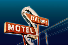 Biltmor.jpg (Dave Obuck - Skypuff) Tags: vintage washington neon motel signage tacoma lakewood