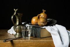 Bart Cornelis een kopie (Tuin) Tags: light water glass dutch painting tin book licht boek ui stilleven schilderij onions onion stillife cloth mes glas hollands knive doek uien