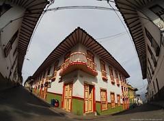Salamina (Ivan Mauricio Agudelo Velasquez) Tags: color corner calle arquitectura puerta colombia edificio via esquina balcon fachada techo caldas salamina