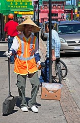Street Sweeper, Chicago, September 2014 (David Rostance) Tags: people chicago illinois chinatown streetsweeper