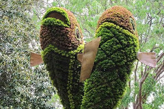 Giant Sculptures Made of Plants and Flowers 7