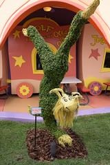 DSCF3045.jpg (mikepirnat) Tags: travel vacation orlando topiary florida drseuss seusslanding universalorlando universalstudiosflorida upintheairfeet