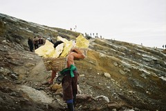 Sulphur Miner (ffrhna) Tags: travel film 35mm indonesia gold minolta kodak xg1 ijen kawah