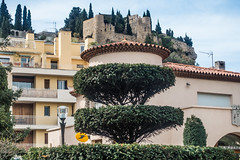 20160420 Provence, France 02470 (R H Kamen) Tags: cliff france castle architecture topiary postoffice cassis bouchesdurhne provencealpescotedazur buildingexterior provencealpesctedazur bouchedurhone rhkamen