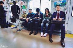 Serious Man (Marc Carrera) Tags: viaje smile japan train subway tren happy japanese shoes holidays serious metro streetphotography nike line seats corbata fujifilm streetphoto sonrisa 12mm feliz angular vacaciones japon serio asientos trayecto robado samyang maletn xt1 fujistas fujifilmxworld fujixt1 fujifilmxworldes fujifilmespaa