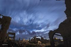 Ruinas en la noche (SoniaPerea) Tags: longexposure lightpainting abandoned night clouds stars noche ruins ruinas nubes estrellas belchite largaexposicion