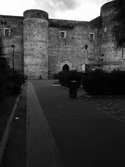 Catania_24_1718 (Dubliner_900) Tags: bw castle monochrome olympus sicily castello catania sicilia biancoenero castelloursino micro43 mzuikodigital17mm118 omdem5markii