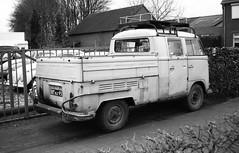 Worn DoKa (Ronald_H) Tags: leica bw bus film vw volkswagen cab air rusty crew classics worn split expired transporter t1 bulli zw someren aircooled cooled 2016 doka afc1 doppelkabine