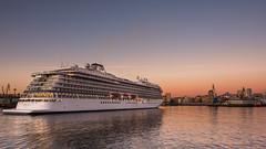 Atracando. (Explore) (Eduardo Regueiro) Tags: sea sun primavera sunrise spring corua barco galicia amanecer crucero darsena vikingsea puerto