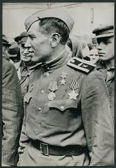 Archiv E182 Sowjet-Soldat mit Leninorden, vermutlich 1940er (Hans-Michael Tappen) Tags: uniform 1940s su soldat orden udssr sowjetunion 1940er archivhansmichaeltappen leninorden