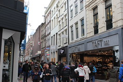 Amsterdam, Kalverstraat (Davydutchy) Tags: city people holland netherlands amsterdam shop shopping march centre crowd nederland stadtmitte paysbas centrum kalverstraat winkelstraat niederlande 2016 menigte