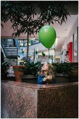 Nina - Balloon Day (Pablo Riquelme A.) Tags: 35mm nikon sp d750 18 tamron
