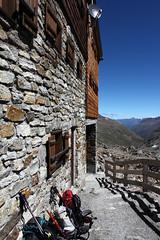 Rast in der Similaunhütte (uwelino) Tags: ca italien italy alps amazing europa europe sommer glacier adventure juli alpen wandern texel südtirol altoadige schnalstal 2015 capanna vinschgau trakking spectacularlandscape ötzi vernagt schnals texelgruppe similaun similaunhütte