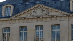 LE fronton aux licornes (So_P) Tags: sculpture paris architecture cardinal le unicorn brun licorne lemoine fronton
