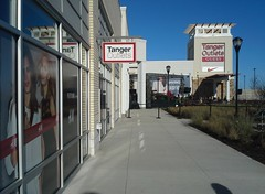 Future H&M location, front facade view (l_dawg2000) Tags: usa cookies retail shopping mississippi toys shoes unitedstates blues ms stores factorystore i55 apparel grandopening southaven outletmall 2015 tangeroutlets churchrd outdoormall regionalmall discountstores bluestrail semienclosed airwaysblvd