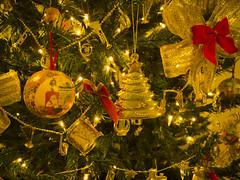 rvore de Natal com enfeites dourados (Eduardo PA) Tags: windows paran natal de nokia phone curitiba microsoft com enfeites wp 1020 rvore dourados lumia pinheirinho pureview